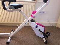 Recumbent exercise bike with a turn plate Can deliver