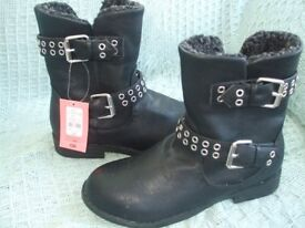 NEW PAIR TAMMY GIRL BOOTS Size 2