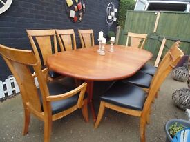 ABSOLUTELY STUNNING TOWNHOUSE OVAL EXTENDING PEDESTAL DINING TABLE WITH 8 CHAIRS