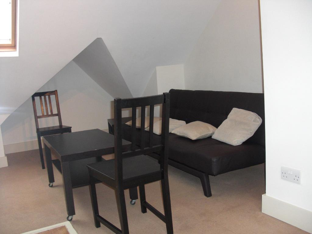 Good Value 2 bed with Garden- Tooting Bec-Wandsworth Borough