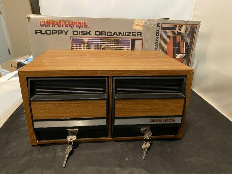 VINTAGE COMPUTERMATE FLOPPY DISK ORGANIZER HOLDS 144 DISCS LOCK W/ KEYS WOOD