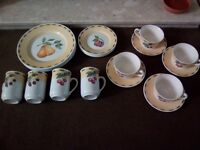Prefect condtion four place setting dinner set-4mugs 4 cups/saucers 4 dinner plates /side