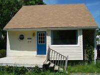 651 Palmer-Close to campus, lovely sun porch! JUNE RENT FREE!