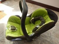 Maxi Cosi baby car Seat with foot muff