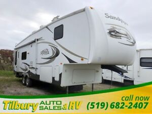 2008 Forest River Sandpiper 305RLW Free standing table & chairs.