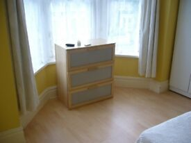 IMMACULATE DOUBLE ROOM VERY QUIET NO FEES PRIVATE LANDLORD STRATFORD FOREST GATE NO BILLS