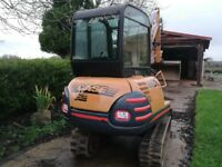 Case 2.8 ton maxi low hours 4 buckets