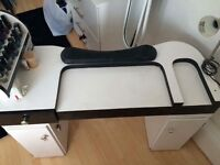 Black and white nail table