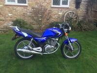 NEARLY NEW SUZUKI 125 2007 (( only 2000 miles )) pristine condition ) may swap for classic