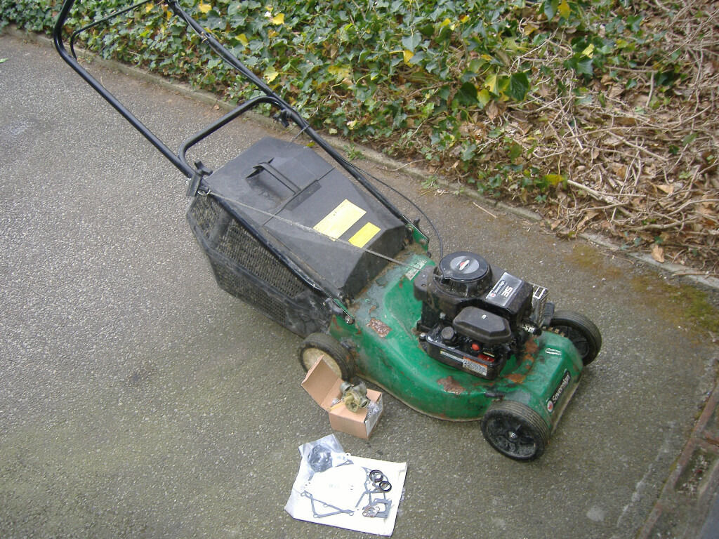 Spares and/or repairs: Sovereign petrol mower with Briggs and Stratton Classic  35 engine