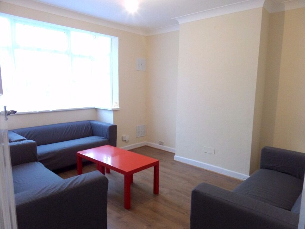 Three Bedroom House, Heston TW5! Close To Hounslow West/East/Central!