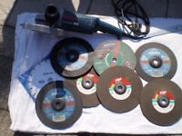 BOSH ANGLE GRINDER AND DISCS