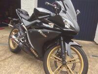 Yamaha YZF R125 2012 Matte Black/Gold