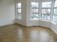 2 bed flat with separate living room in Wightman rd N8 £340 pw