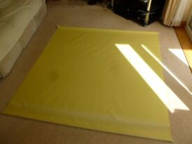 Yellow roller blind (large)