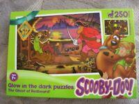Scooby-Doo Glow in the Dark Jigsaw Puzzle (250 piece)