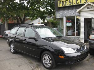 2005 Ford Focus SES, Wagon, Auto, Sunroof, Leather. loaded!!!!