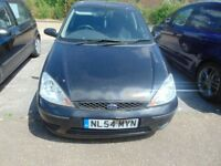 FORD FOCUS 04/05. BLACK. NEEDS NEW CLUTCH. GREAT RUNNER BEFORE CLUTCH WENT. CLEAN ENGINE. GOOD TYRES