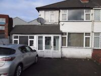 ***THREE BEDROOM***HIGH STREET***OFF STREET PARKING***EXCELLENT LOCATION***CLOSE TO ALL AMENITIES***
