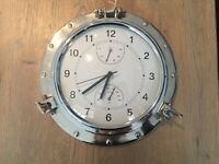 Wall clock with aluminium frame