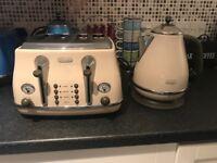 Dehlonghi Kettle and Toaster set