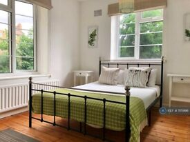 2 bedroom flat in The Limes, Wandsworth, SW18 (2 bed) (#1115996)