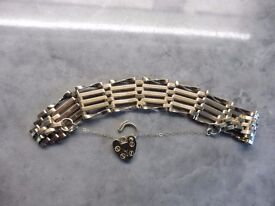 9ct solid gold 5 gate bracelet with heart lock 13.2 grams