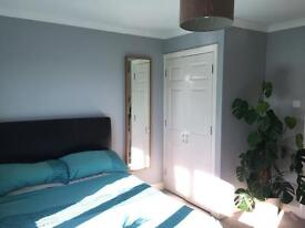 Fabulous Double-room at Heart of Transport Links! Monday-Friday Let