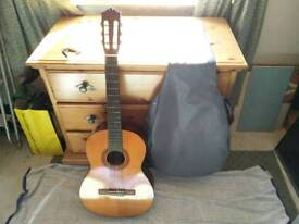 Classical Acoustic Full Size Guitar Yamaha C40 with soft case