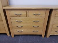 Excellent condition and quality solid oak chest of 2 over 3 drawers
