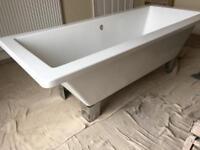 White Freestanding Bath Tub