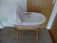 Girl Moses Basket with Wooden Stand - Mattress and Bedding included - Pink