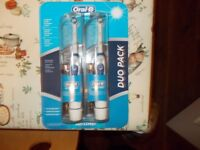 ORAL-B PRO-EXPERT BATTERY OPERATED TOOTHBRUSH DUO PACK