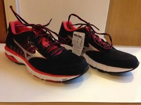 Mizuno Black and Red Women's Trainers/ Running Shoes - SIZE 8 (BRAND NEW, STILL IN BOX WITH TAGS)