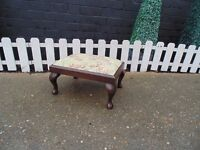 BEAUTIFUL VINTAGE FABRIC & WOOD FOOT STOOL IN EXCELLENT CONDITION 42/32/23 cm £15