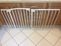 Dreambaby Chelsea extra wide hallway security gate for baby / dog in white