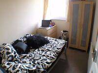A single and a double room in spotless gay friendly flat 2 mins Stockwell stn - All Bills Incl