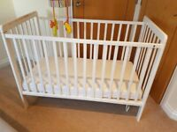 (SOLD) Baby's cot bed including mattress (excellent condition & pet free)