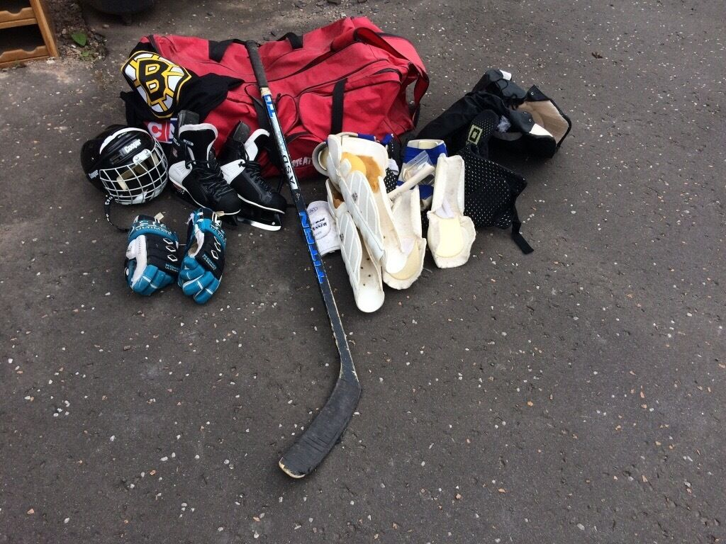 Ice hockey gearskates, gloves, helmet, body protection,stick, bagin Crieff, Perth and KinrossGumtree - Ice hockey gear in reasonable condition, perfect for a beginner. Skates size 6, helmet size 6.5 7.2, gloves & body gear to fit a 12 14 year old. Bruins shirt, stick and large hold all