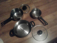Set of 1 pot and 2 sauce pans, with 2 lids. Stainless steel. All hobs