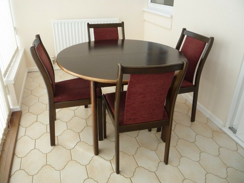 Round dining table oval when extended and chairs in