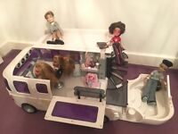 Excellent condition BRATZ bus with dolls and accessories included!