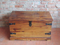 Large storage trunk / wooden chest (Delivery)