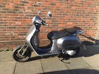 Vespa gt 200 (piaggio honda yamaha gilera moped scooter 125cc