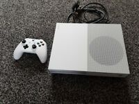 XBOX ONE S 500GB WITH 1 PAD AND LEADS
