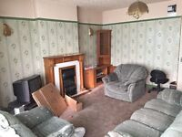 3 bed flat, furnished,close to metro link, bus stop. all amenaties. Old trafford, Great Stone Rd.