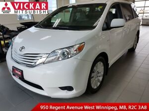 2016 Toyota Sienna LE AWD/ Back Up Camera/ Heated Seats