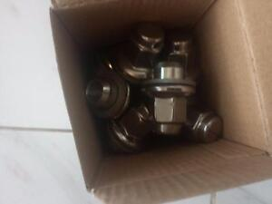 BRAND NEW  TOYOTA TUNDRA FACTORY OEM LUG NUT SET OF 20.