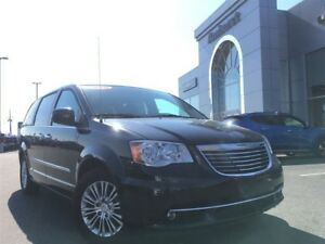 2016 Chrysler Town & Country Touring Leather, Sunroof, DVD, $190
