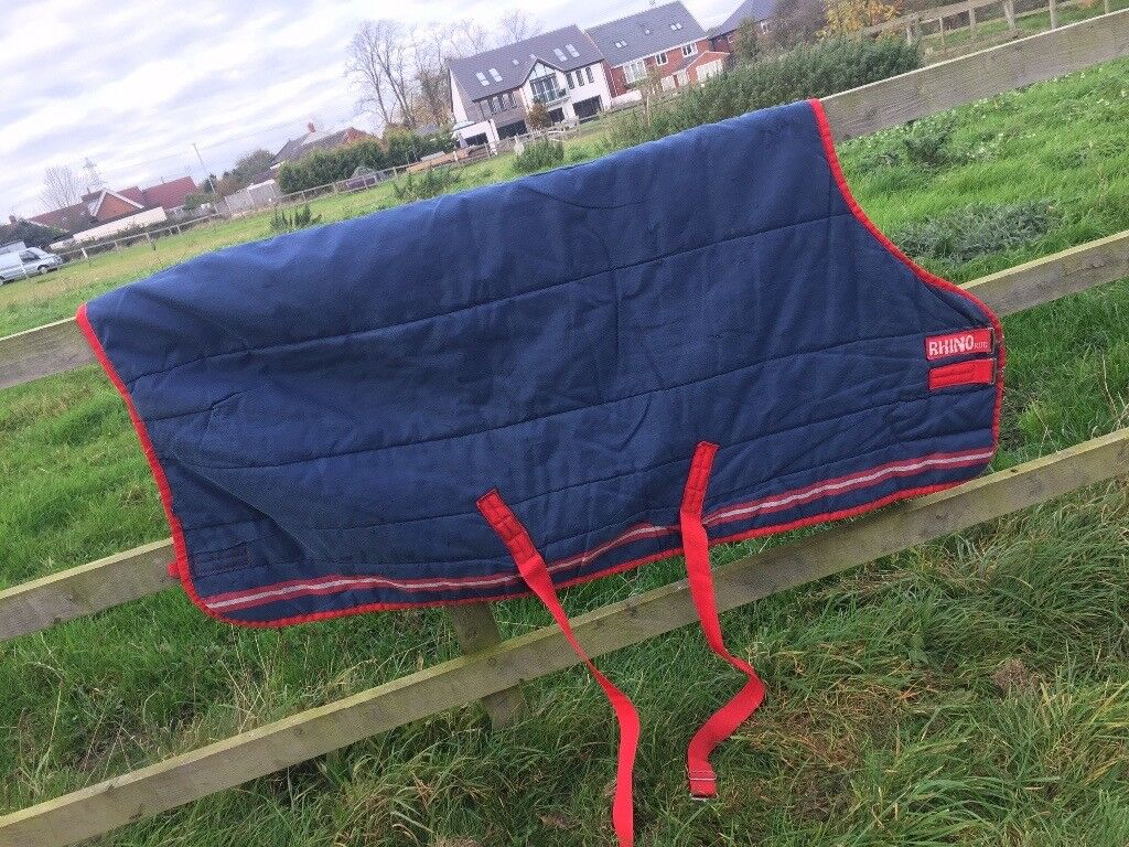 Lovely stable rug by Rhino size 5'9 £30